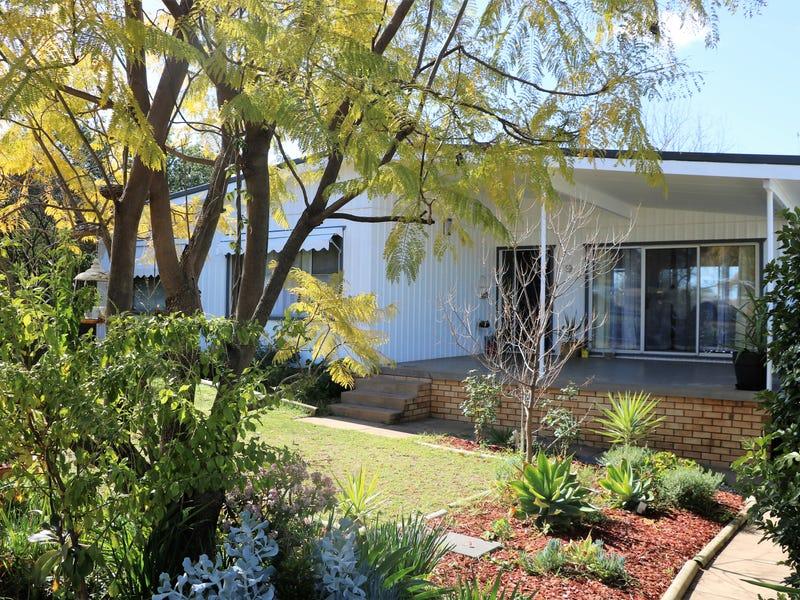 9 LORGER STREET, Parkes, NSW 2870