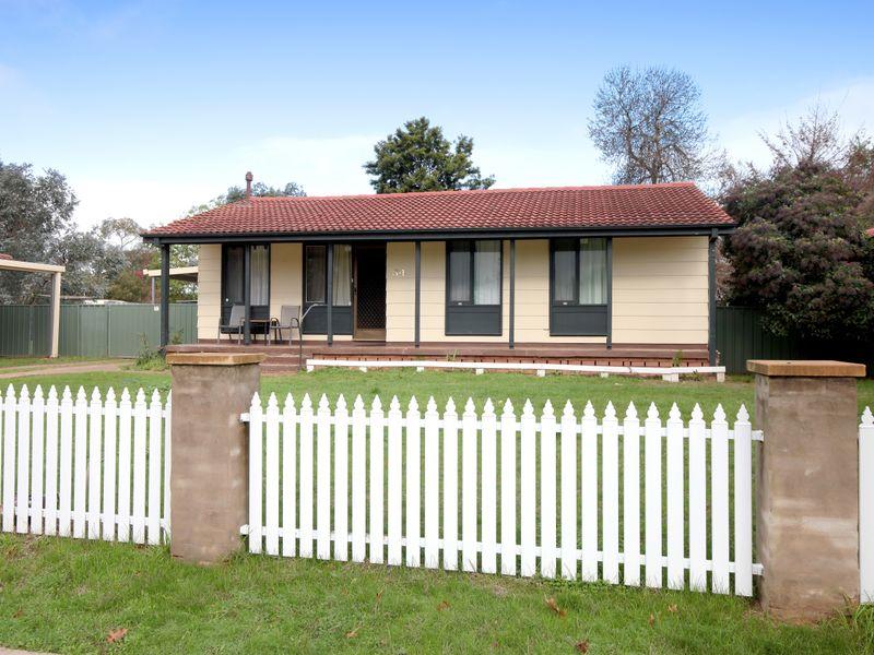 34 Bruce Street, Tolland, NSW 2650