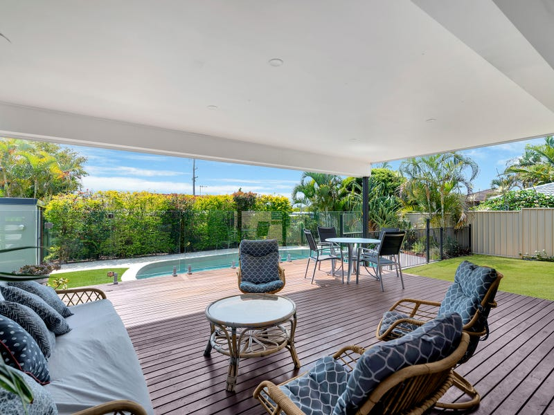 8 Oakwood Terrace, Palm Beach, Qld 4221