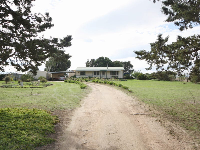 3309 Geelong Road, Cross Roads, Vic 3373