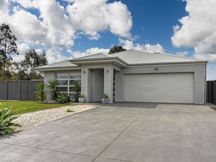 18 Somerset Avenue, South Nowra, NSW 2541
