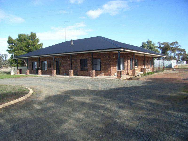 25 Kings Lane, West Wyalong, NSW 2671
