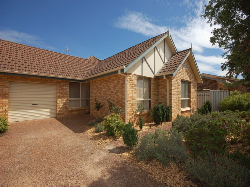 3b Dowell Place, Griffith, NSW 2680