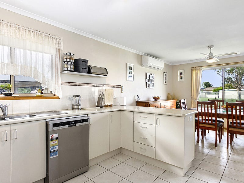 41 Timbara Crescent, Surfside, NSW 2536
