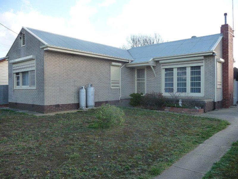 24 Eyre Street, Beaufort, Vic 3373