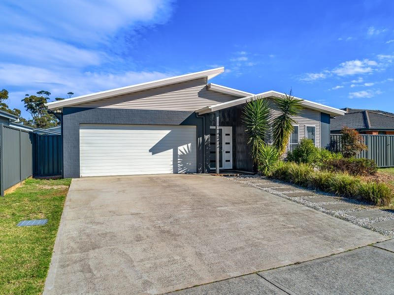 82 Heath Street, Broulee, NSW 2537