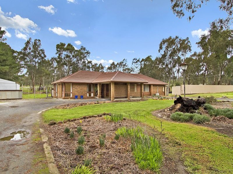 16 Old School Lane, Ravenswood South, Vic 3453