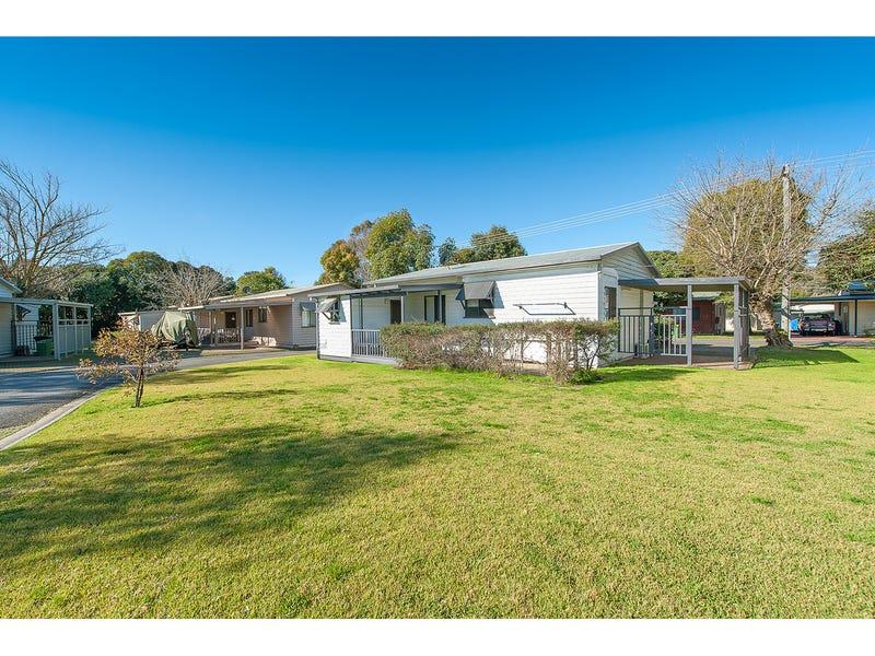 13 Brush Box Street, Lake Hume Village, NSW 3691