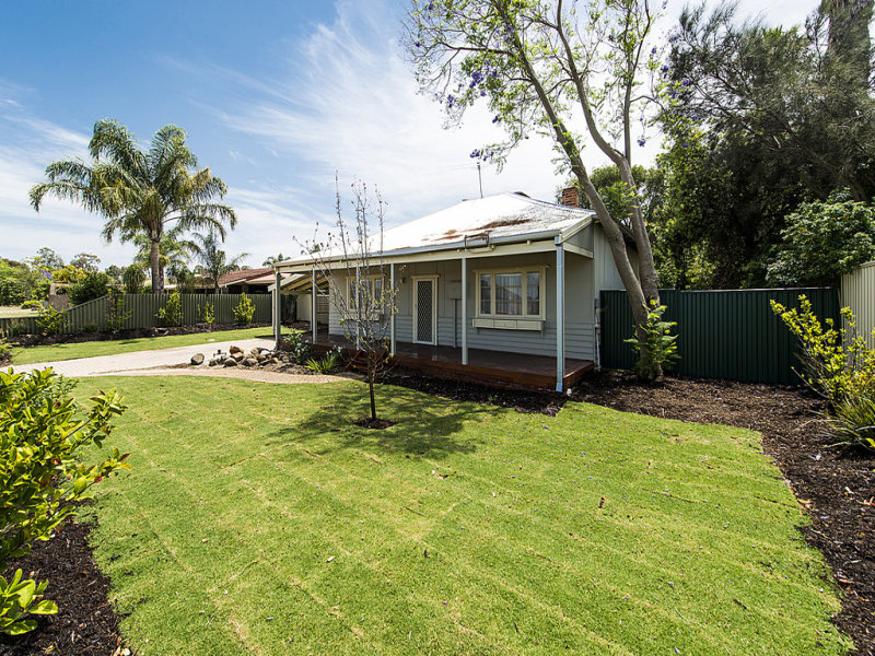 33 Eighth Road, Armadale, WA 6112