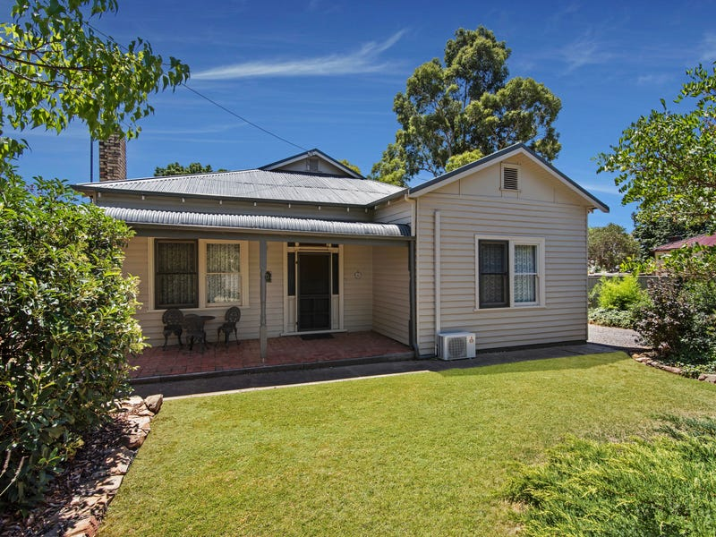 10 Chapel Street, Wedderburn, Vic 3518