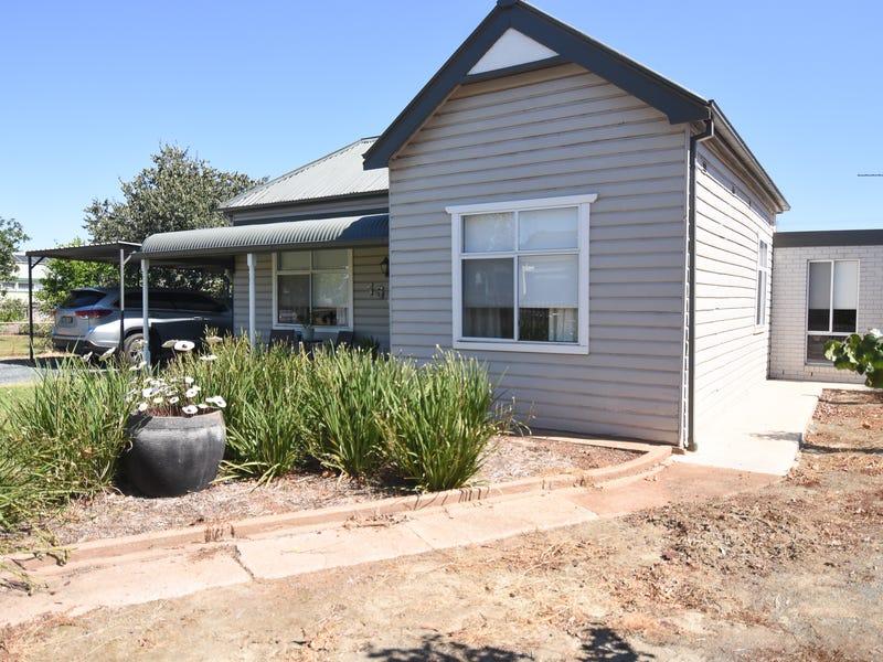 168 CROWLEY STREET, Temora, NSW 2666