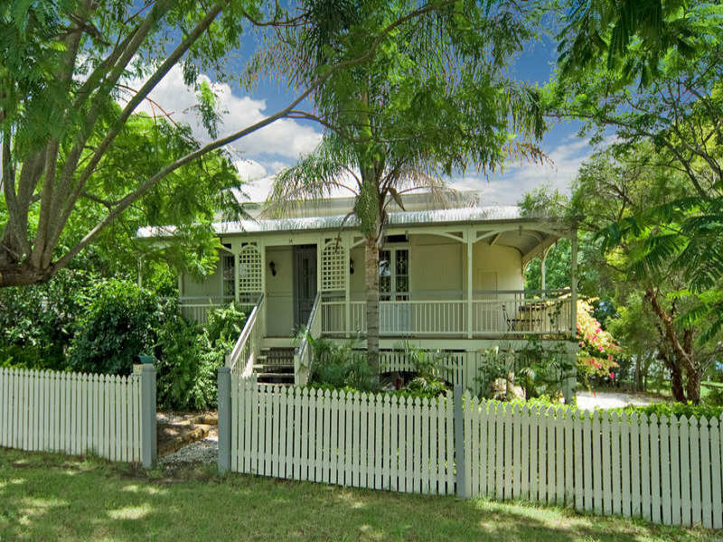 14 Saxelby, East Ipswich, Qld 4305