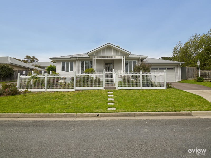 22 McGregor Avenue, Healesville, Vic 3777
