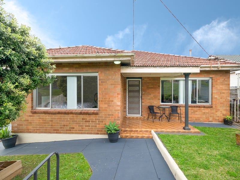 9 Canberra Road, Lake Heights, NSW 2502