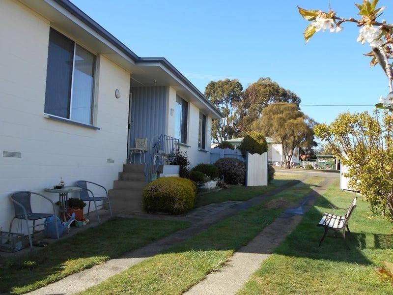 11 Selwyn street, Triabunna, Tas 7190