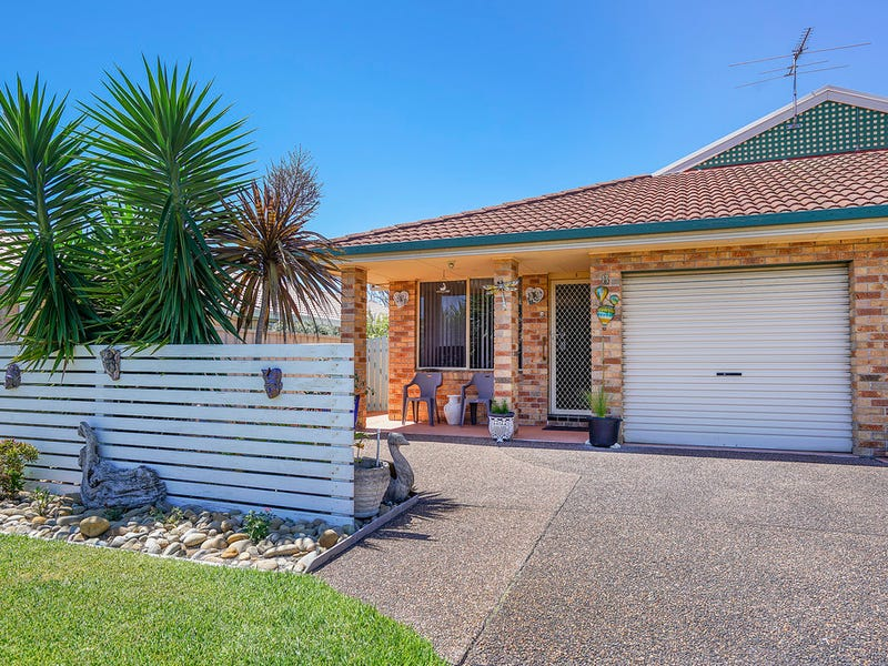 1/8 Tofino Close, Pelican, NSW 2281