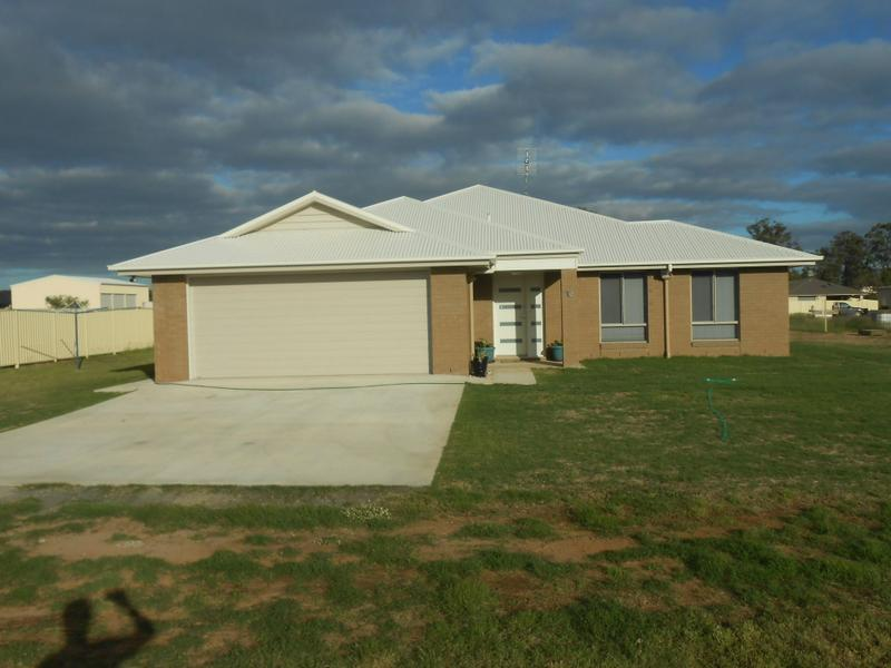 16 Vowles Street, Miles, Qld 4415