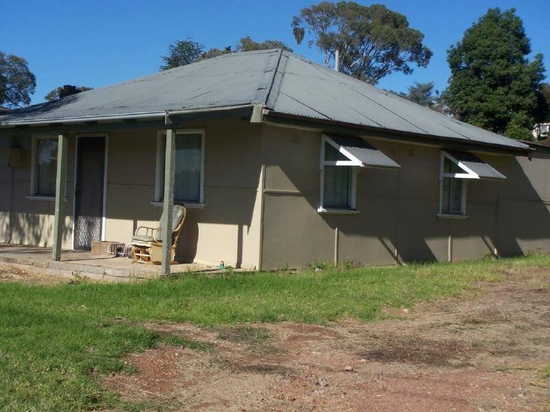 10 Lawrence Street, Cootamundra, NSW 2590