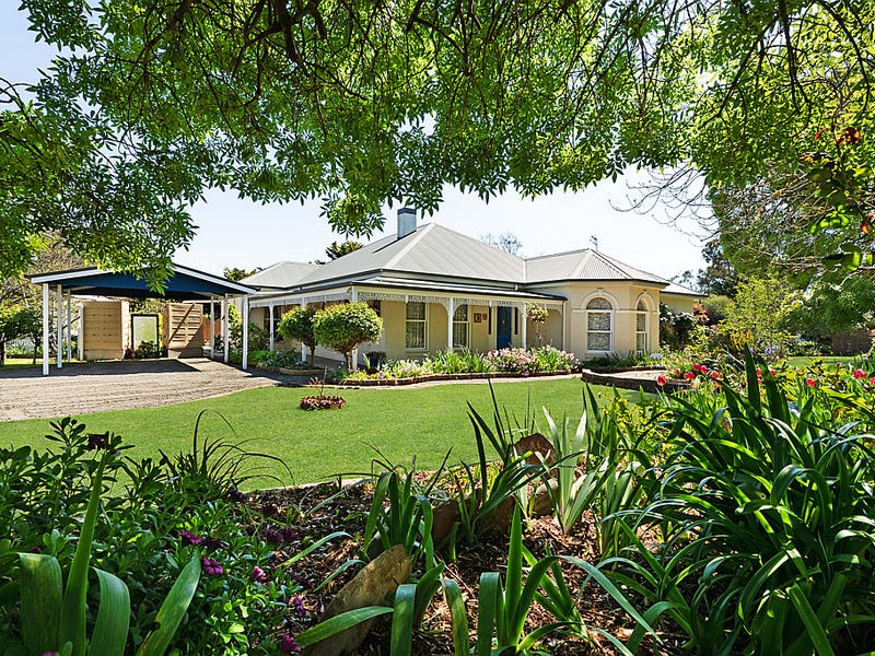 23 Ross Watt Road, Gisborne, Vic 3437