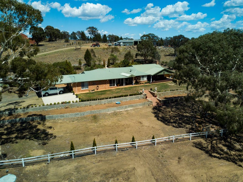 32 Butlers Creek Close, Cooma, NSW 2630