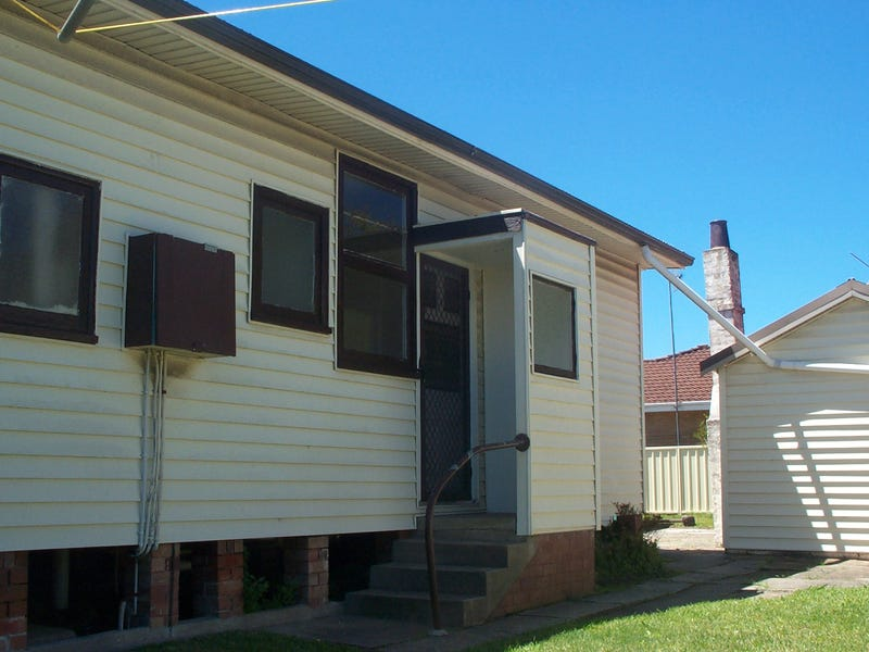2/13 Warrigal St, The Entrance