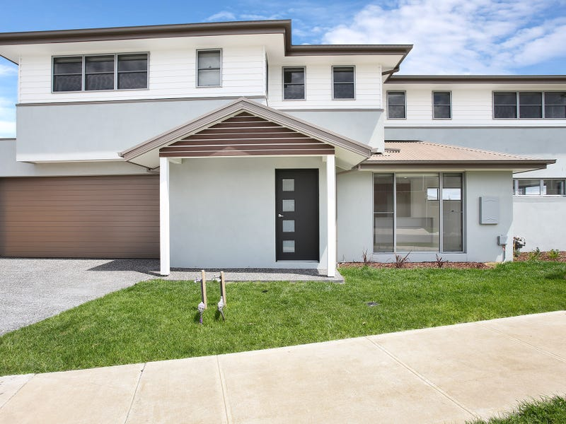 33 Nunkeri Court, Clyde North, Vic 3978