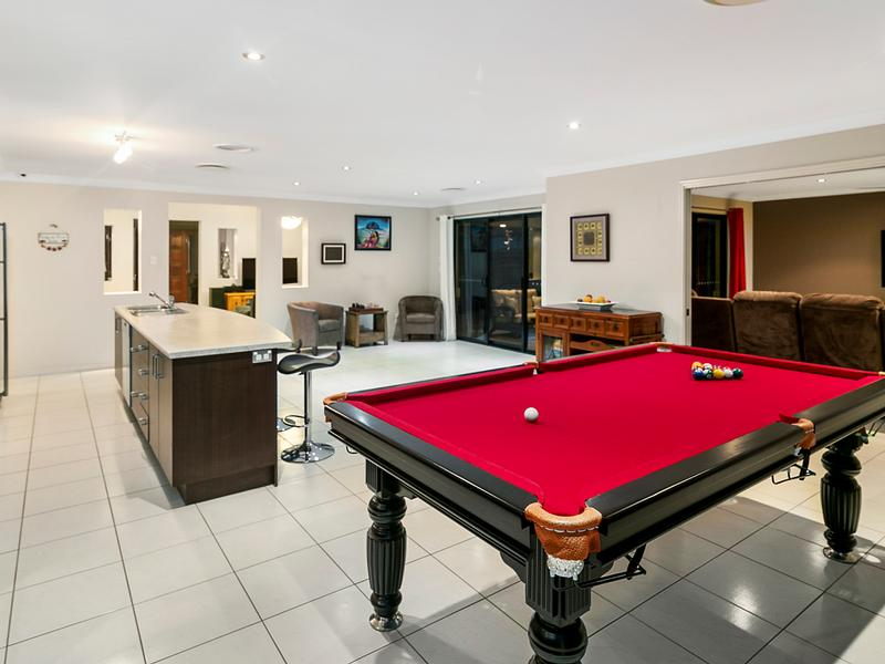 169 Edwards Street, Flinders View, Qld 4305