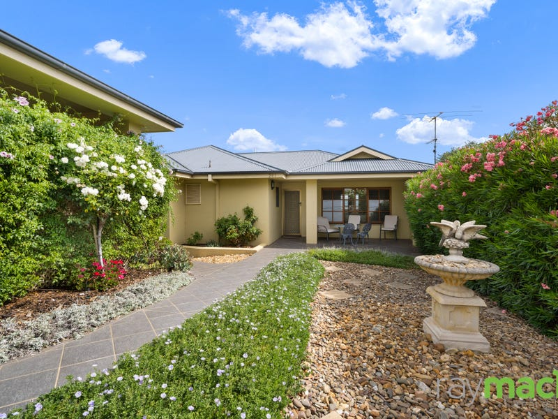 281 Highview Crescent, Lavington, NSW 2641