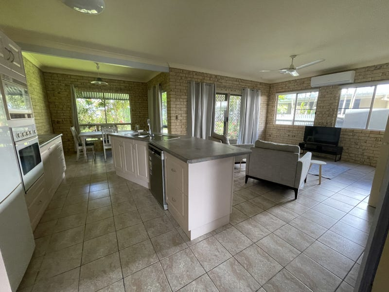 Duplex 1/26 Donkin Lane, Mission Beach, Qld 4852