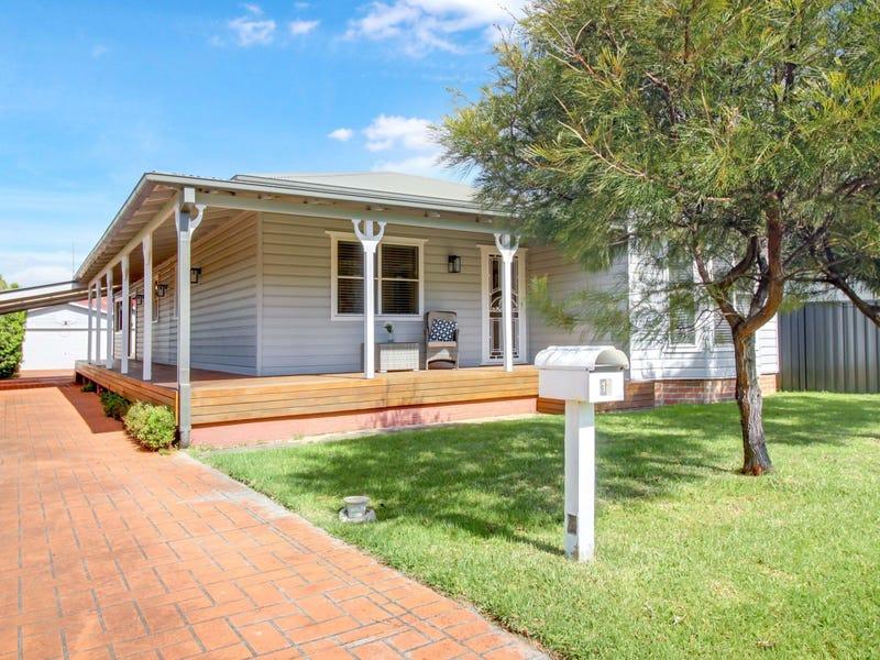 11 Bloomfield Avenue, Corrimal, NSW 2518