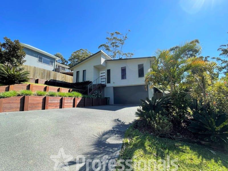 13 Harcourt Crescent, Smiths Lake, NSW 2428