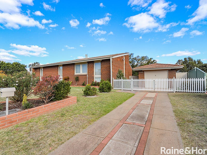 2 Bassett Drive, West Bathurst, NSW 2795