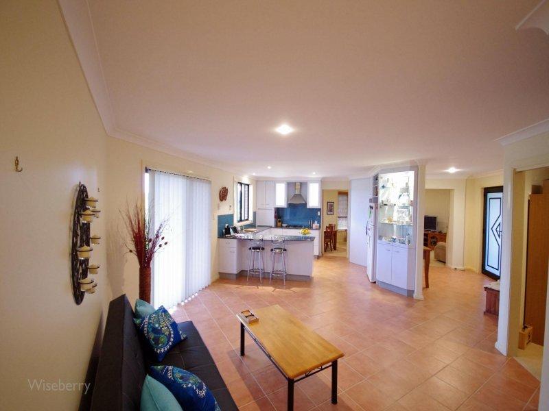 17 Jonnel Heights Place, Pampoolah, NSW 2430