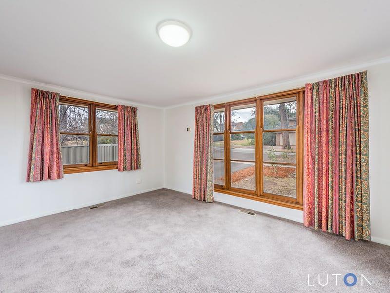16 Schomburgk Street, Yarralumla, ACT 2600