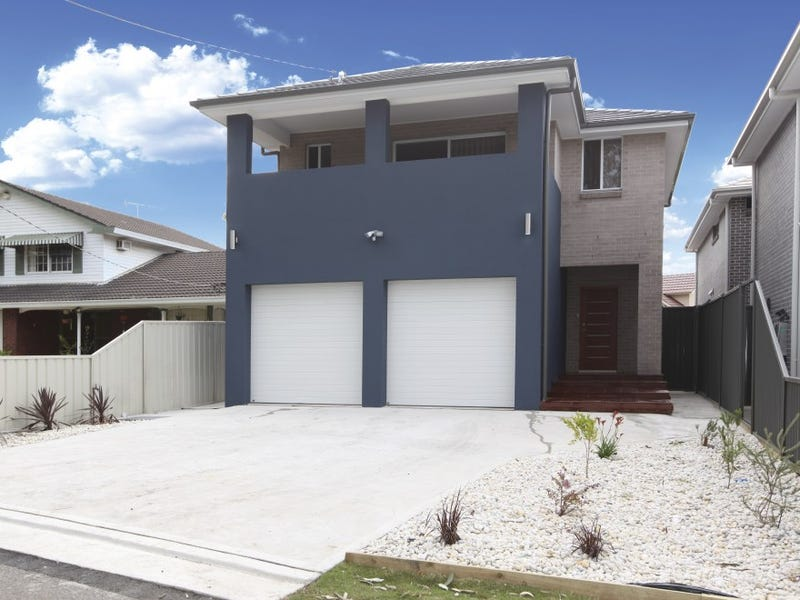 913 Henry Lawson Drive, Picnic Point, NSW 2213