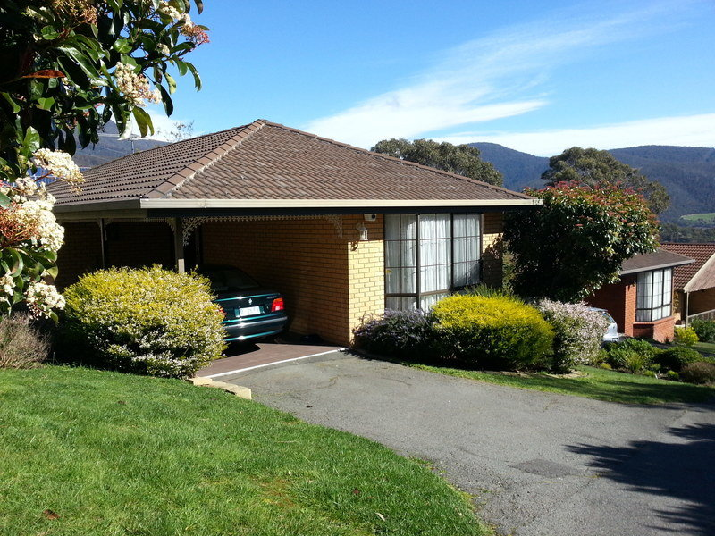 2/2 Mowbray Court, Lenah Valley, Tas 7008