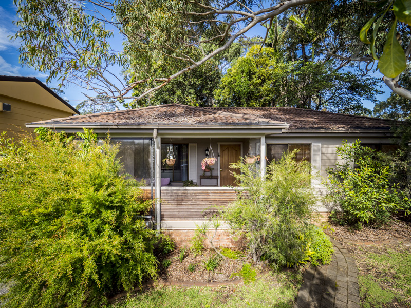 17 Campbell Parade, Mannering Park, NSW 2259