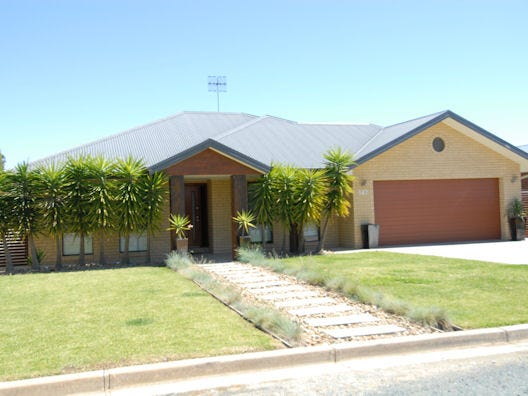 147 Macmillan Street, Deniliquin, NSW 2710