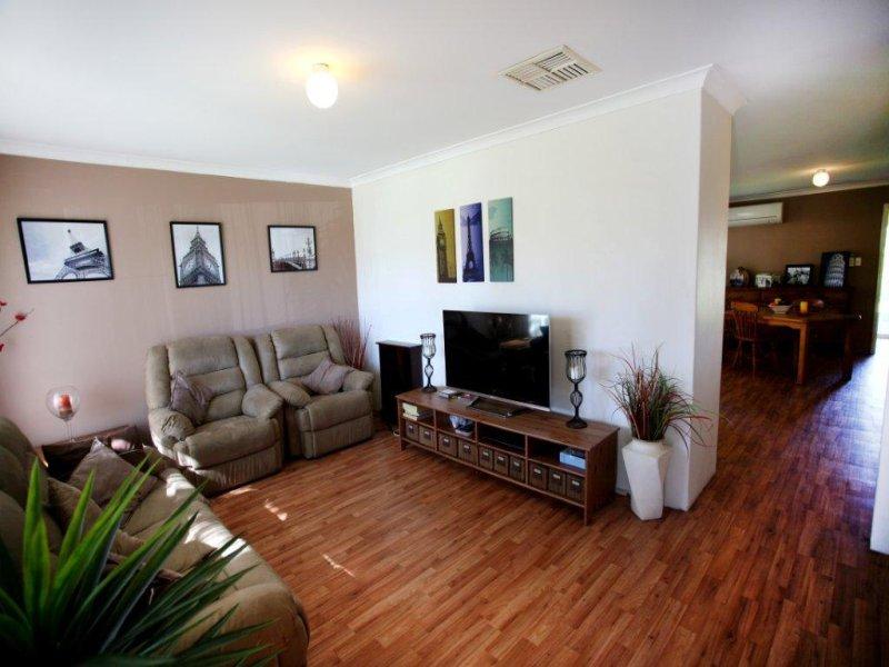 5 Ramm Pl, Seville Grove, WA 6112