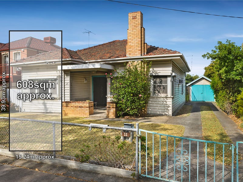 11 Hayes Road, Strathmore, Vic 3041