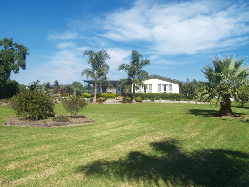 38 Daisy Hill Rd, Bega, NSW 2550
