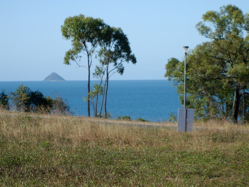 how to get to hideaway bay from airlie beach