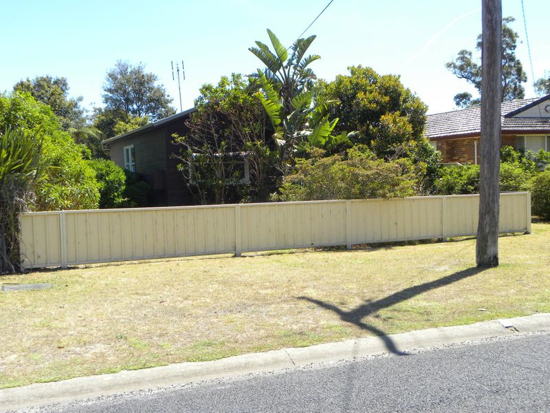 11 Ellmoos Ave, Sussex Inlet, NSW 2540