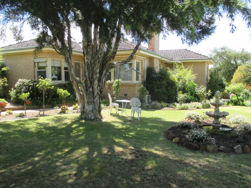 22 Powell Street, St Arnaud, Vic 3478