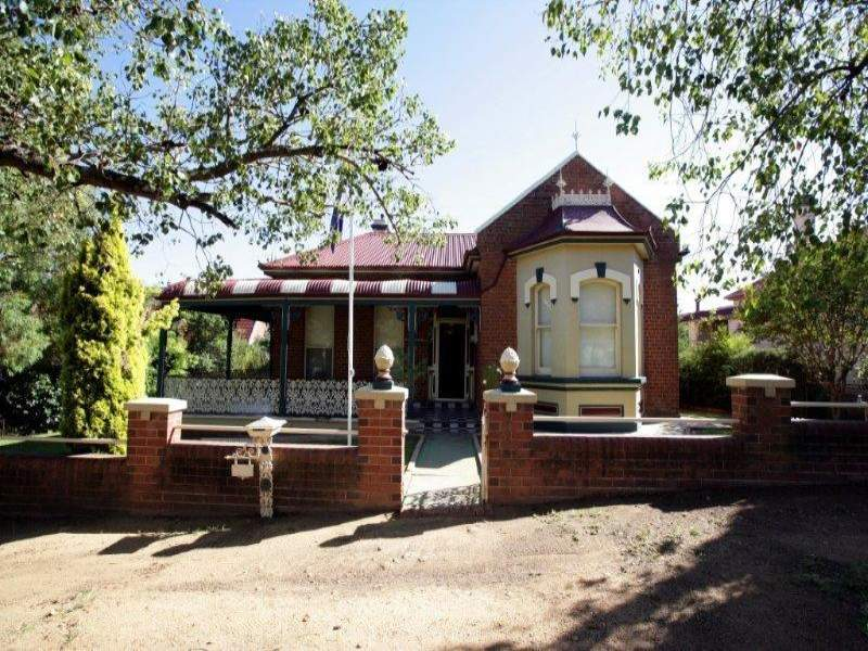 16 Dalley St, Junee, NSW 2663