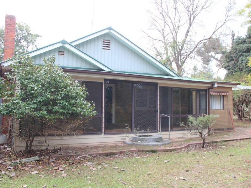 House 2 Barham Road, Wakool, NSW 2710