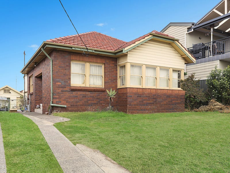 215 Flagstaff Road, Lake Heights, NSW 2502