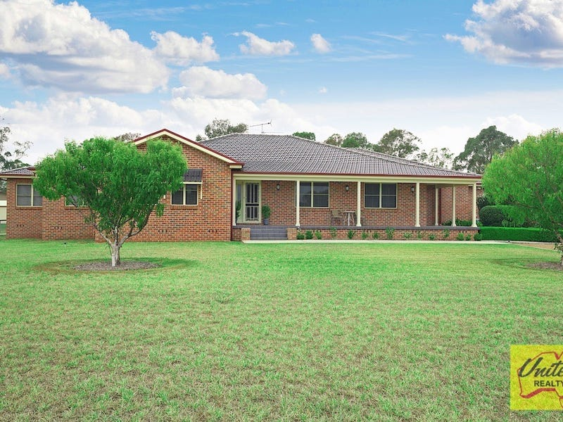 18 Willoughby Circuit, Grasmere, NSW 2570