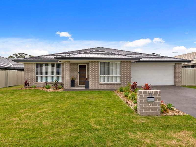 11 Broadwater St, Sandy Beach, NSW 2456