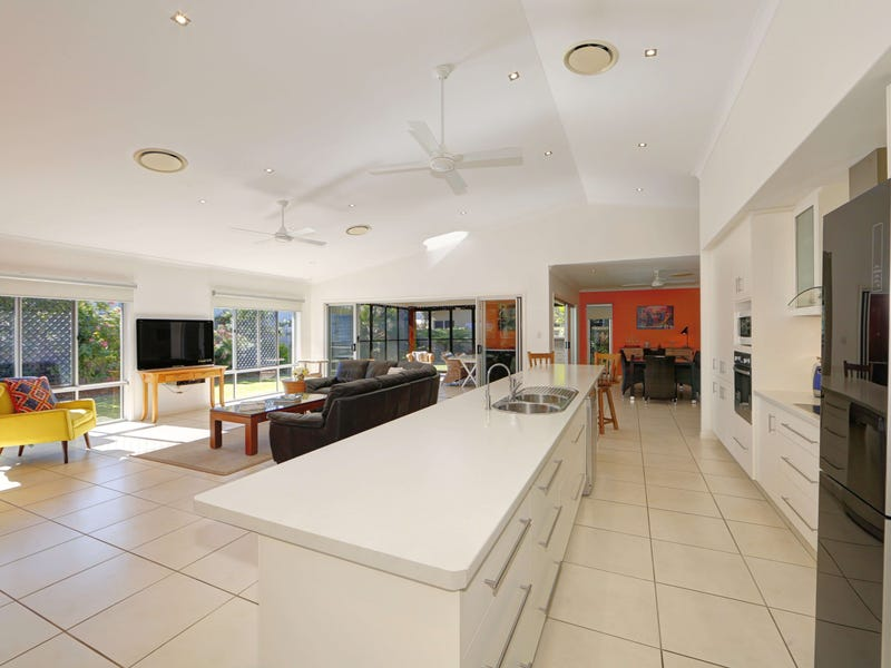 8 Chantilly St, Bargara, Qld 4670